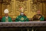 Biskupi z diecezji kieleckiej wylatują do Rzymu. Spotkają się z papieżem Franciszkiem [ZDJĘCIA]