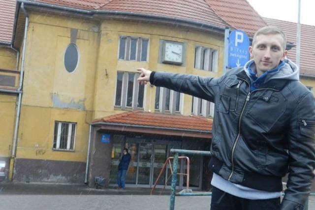 - Dworzec to najważniejszy budynek w mieście i nie powinien być tak brzydki - mówiMateusz Skrobek.