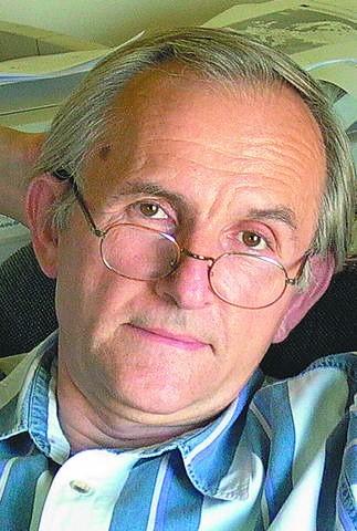 """Profesor Janusz Czapiński, współautor raportu pt. """"Diagnoza społeczna 2009"""""""