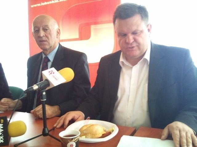 Od prawej poseł Bogusław Wontor i poseł Jan Kochanowski.