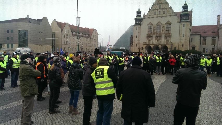 Protest mężczyzn organizowany w Poznaniu przez KOD
