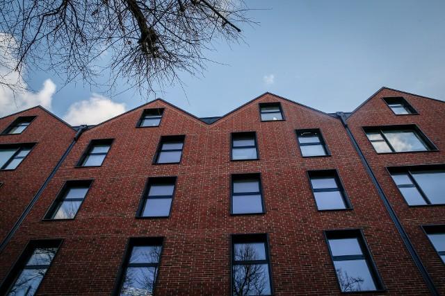 Deficyt mieszkań w Polsce szacowany jest na ok. 2,5-3 mln lokali. Dlatego stymulatorem wysokich i zarazem stabilnych cen mieszkań jest ich brak