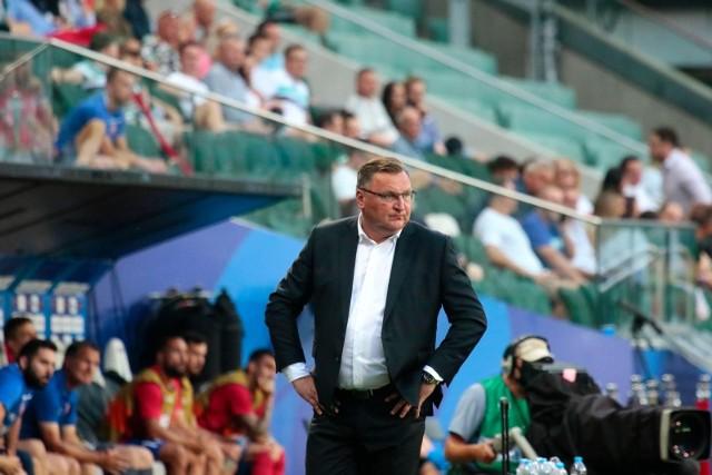 Legia Warszawa źle zakończyła rywalizację w PKO Ekstraklasie przed przerwą na mecze drużyn narodowych. W Krakowie przegrała 0:1 z Wisłą. Powrót do ligowych zmagań nie będzie łatwy. Zespół Czesława Michniewicza, będący na 14. miejscu (ma dwa mecze zaległe), zmierzy się na wyjeździe ze Śląskiem Wrocław. Ekipa Jacka Magiery, czyli byłego szkoleniowca legionistów, a także trenera sierpnia w PKO Ekstraklasy, jest czwarta. Starcie odbędzie się w sobotę o godz. 20 (transmisja Canal+ Sport i TVP Sport). Zobacz przewidywany skład Legii na mecz ze Śląskiem!
