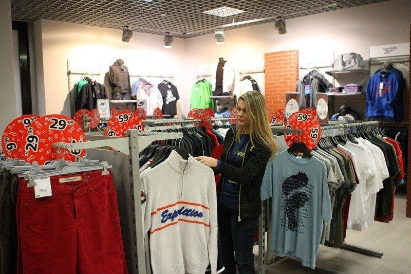 095713b04b3f0 Odzież sportowa w niskich cenach br W wielu sklepach sportowych