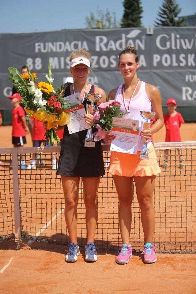 Finalistki mistrzostw Polski w singla. Od lewej stoją: Magdalena Fręch i Barbara Sobaszkiewicz.