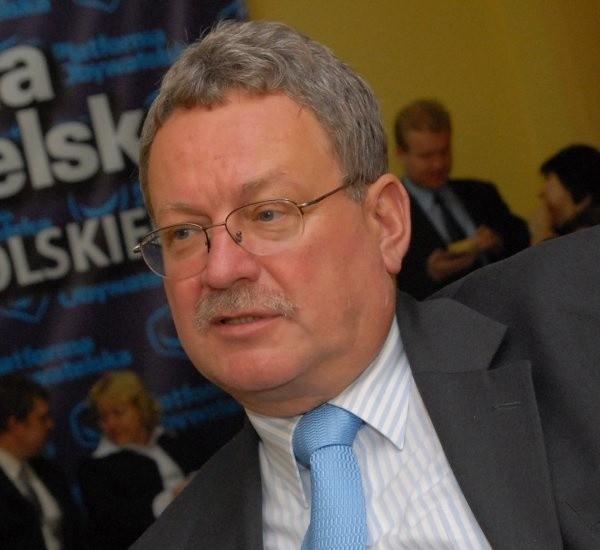 - Mojemu opozycyjnemu koledze życzę, by się wyciszył i pozwolił sobie na odrobinę refleksji - mówi Leszek Korzeniowski, poseł PO.