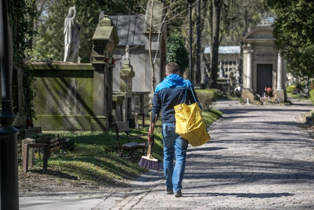 Cmentarz Rakowicki w dobie epidemii koronawirusa