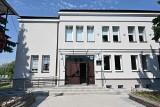 Wielkie remonty urzędu, ośrodka kultury i hali w Staszowie zakończone (WIDEO)