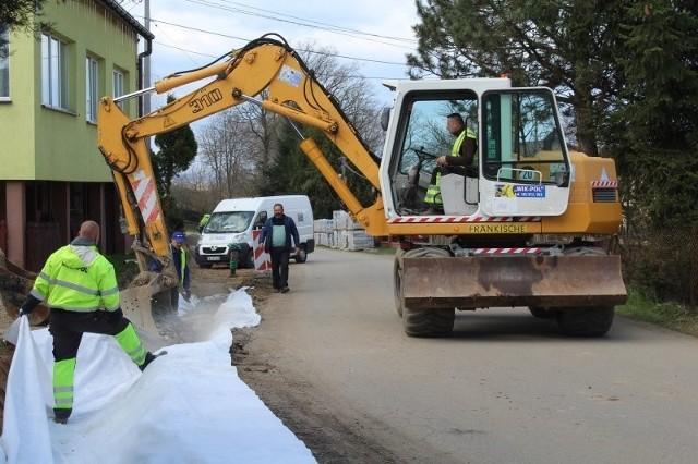 Chodnik przy drodze gminnej w Wieńcu (gmina Gdów) ma być gotowy w maju 2021 roku. Inwestycja pochłonie prawie 300 tys. zł