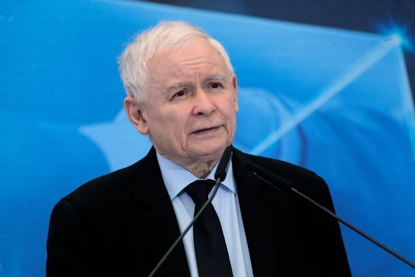 Kaczyński ogłasza wspólną deklarację z Orbanem i Le Pen dot....