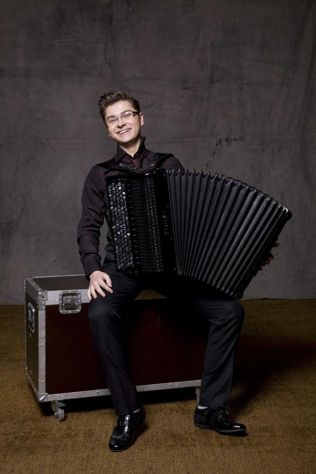 W piątek w Operze i Filharmonii Podlaskiej wystąpi utalentowany białostocki akordeonista Maciej Frąckiewicz