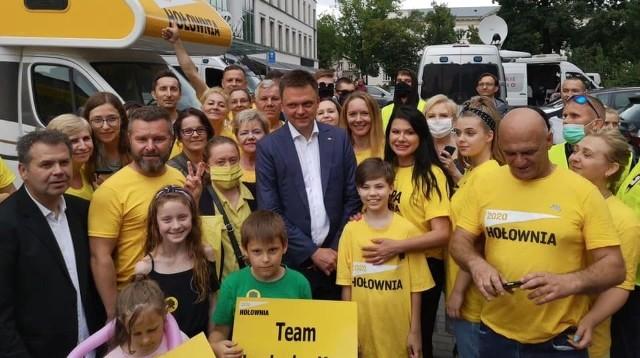 Radomscy wolontariusze z Szymonem Hołownią 25 czerwca, podczas jego pobytu w Radomiu