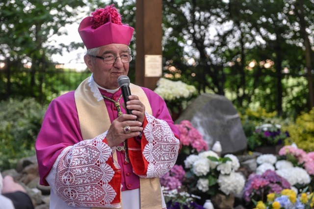 Zgodnie z postanowieniem Watykanu abp Sławoj Leszek Głódź ma nakaz zamieszkania poza archidiecezją gdańską. Czy już na stałe osiądzie w rodzinnej Bobrówce w województwie podlaskim?