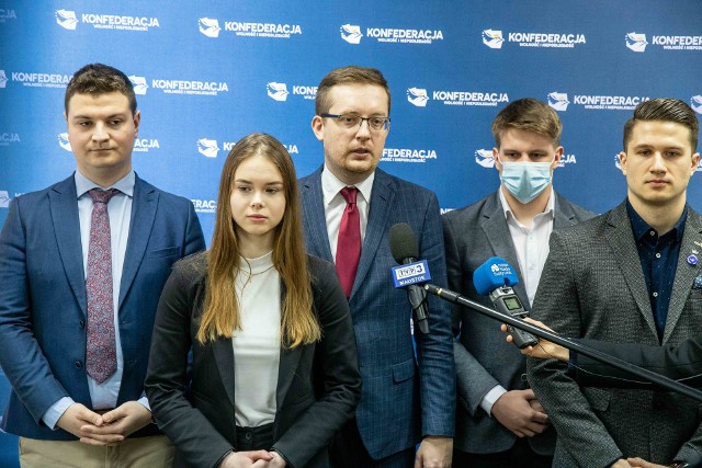 W poniedziałek odbyła się konferencja prasowa Roberta Winnickiego. Poseł zaapelował o wzmożoną pomoc dla represjonowanych Polaków na Białorusi.