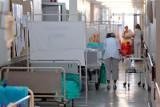Prof. Jan Krakowiak: w szpitalach ludzie będą umierać, bo nie ma dla nich opieki. Lekarz o problemach szpitali z oddziałami covidowymi