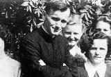 Niezwykła historia z Jędrzejowa. To tutaj na dworcu kolejowym Karol Wojtyła uratował życie młodej Żydówce Edith Zierer