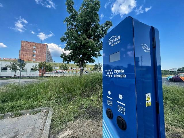 W Gorzowie trwa montaż nowych stacji ładowania pojazdów elektrycznych.