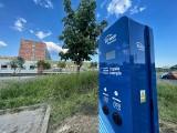 """Tu będzie można """"zatankować"""" auto na prąd. W Gorzowie trwa montaż nowych stacji ładowania"""