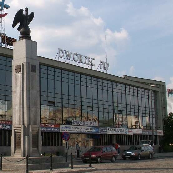 Na dworcu w Kielcach 41-latek zakończył swoją nieobyczajną podróż. Za swe wybryki musiał zapłacić mandat - 150 zł.