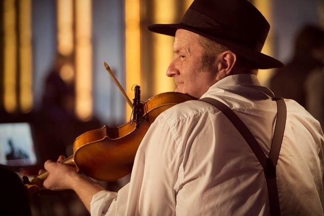 Witek Broda to ceniony artysta z kręgu muzyki  tradycyjnej.