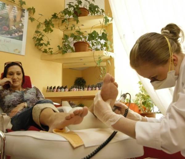 Zimą powinnyśmy szczególnie zadbać o nasze stopy, przestrzegając higieny i odpowiednio je pielęgnując.
