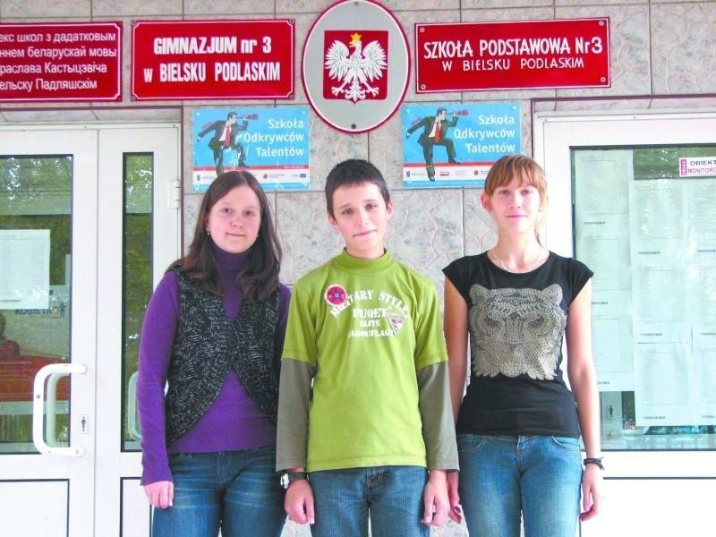 Pracujemy w miłej atmosferze z życzliwymi nauczycielami – mówią (od lewej): Urszula Śliwko, Grzegorz Ignatowicz i Karolina Tkaczuk z bielskiego ZS z DNJB.