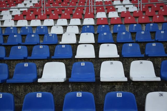 Niestety, w niższych ligach zarówno trybuny jak i boiska pozostaną pustę...