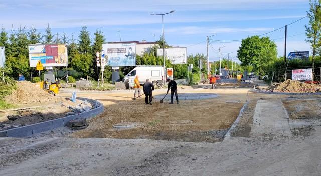 Nowe rondo na ul. Granicznej w Dąbrowie Górniczej na ukończeniu. Do weekendu powinno być gotowe Zobacz kolejne zdjęcia/plansze. Przesuwaj zdjęcia w prawo - naciśnij strzałkę lub przycisk NASTĘPNE