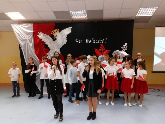 SP w Torzymiu świętowała 101. rocznicę odzyskania niepodległości