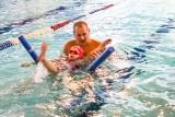 Ratował ludzi, a teraz sam potrzebuje pomocy. Instruktor pływania i ratownik WOPR z Żar walczy z rakiem