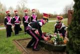 Kwiaty na grobie pierwszego Wójta Wolnego Miasta Sokółka. Tak władze uczciły 230. rocznicę uchwalenia Konstytucji 3 Maja