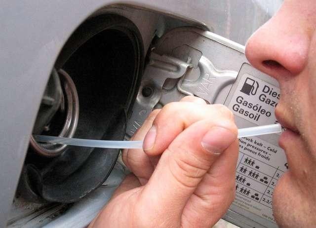 Złodzieje paliwa nie zawsze posuwają się do przebijania zbiorników.