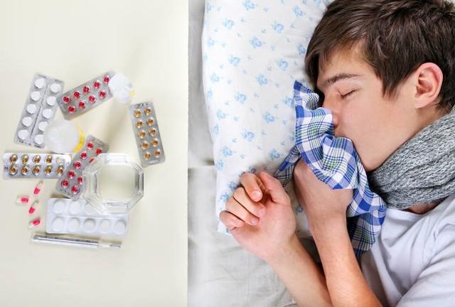 Katar, ból głowy, ból mięśni, wysoka temperatura. Nic nie zastąpi wizyty u lekarza, ale te informacje zebrane przez Główny Inspektorat Sanitarny pomogą Wam wstępnie ocenić: czy to grypa, czy też zwykłe przeziębienie.