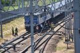 Tarnów. Pożar lokomotywy elektrycznej pociągu osobowego. Interweniowali strażacy. Ruch na trasie Kraków-Tarnów był wstrzymany [ZDJĘCIA]