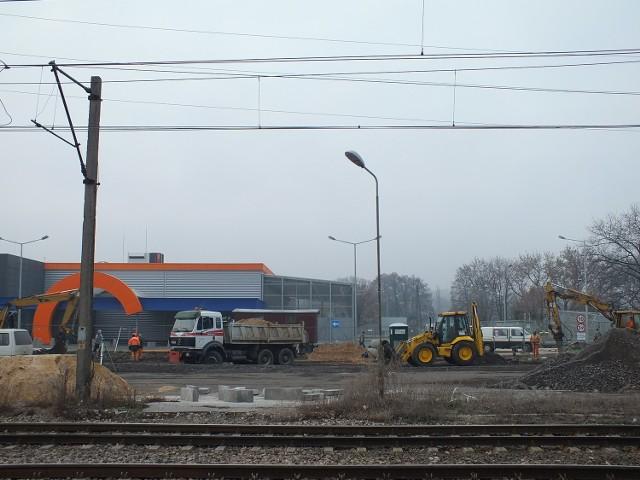 Przed NOMI ruszyła budowa drogi.
