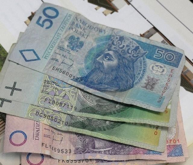 Przeciętne wynagrodzenie brutto w polskich przedsiębiorstwach w styczniu wyniosło 3231 zł.