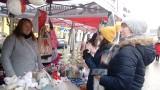 Św. Mikołaj wśród świątecznych stoisk na brodnickim rynku [zdjęcia]