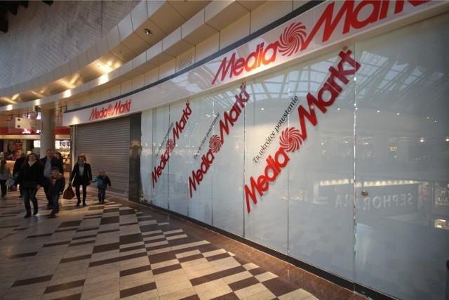 Sklepy Media Markt w Poznaniu zamieniły się w showroomy. Wszystkie kasy w sklepach nadal pozostają zamknięte. Klienci mogą dokonać zakupu wyłącznie za pośrednictwem strony internetowej.