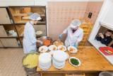 Poznań: Zbliża się rozpoczęcie roku szkolnego. Około tysiąca dzieci korzysta z darmowych posiłków MOPR-u. Zobacz, gdzie można złożyć wniosek