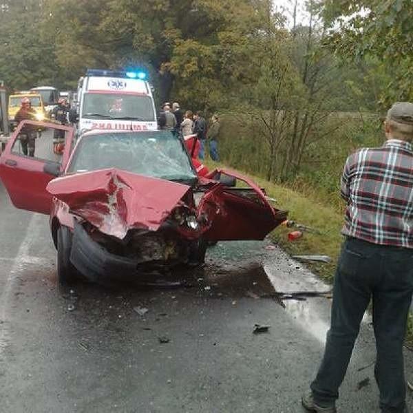 Kobita siedząca za kierownicą fiata zginęła na miejscu.