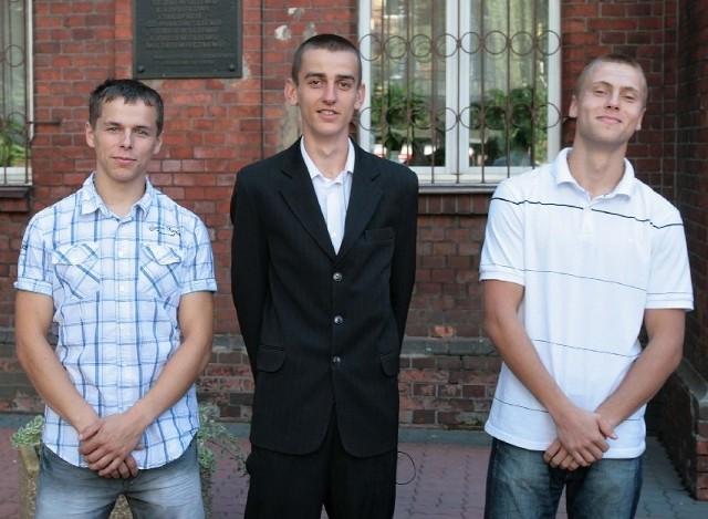 Maciej Dukielski (z lewej),  Kamil Karwowski i Mateusz Lepiarz będą w tym roku uczniami III klasy Zespołu Szkół Samochodowych