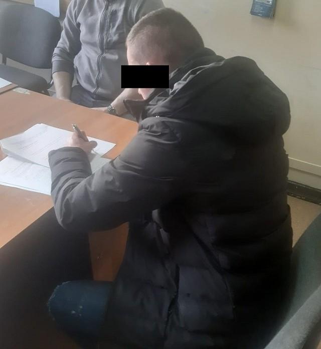 Policjanci zatrzymali trzech pseudokibiców, którzy latem 2028 w Łodzi brali udział w tzw. ustawkach, czyli krwawych bijatykach między kibicami. Grozi im do trzech lat wiezienia