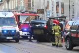 Wrocław: Wypadek na Jedności Narodowej. Samochód przeleciał na boku 100 metrów