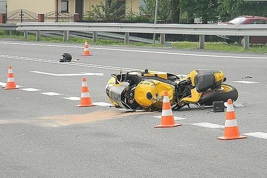 Motocyklista zginął na miejscu wypadku.