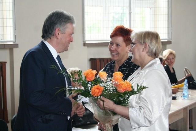 Po absolutorium gratulacje dla starosty od dyrekcji szpitala