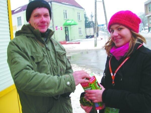 Sam, mam dzieci, wiec rozumiem, co czuja ludzie potrzebujący pomocy w walce z ich chorobami - mówił nam wczoraj Jerzy Grygorczuk spotkany na ulicy w Dąbrowie.