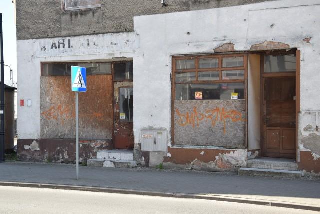 Ulice kędzierzyńskiego Śródmieścia wyglądają coraz bardziej pusto i smutno.