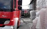 Pożar w hucie szkła w Turze, ewakuowani pracownicy [zdjęcia]