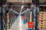 Praca w Amazon. Ile zarabiają pracownicy firmy? Trwa rekrutacja i wirtualne zwiedzania centrów logistycznych