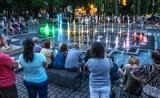 Tańcząca fontanna przed Filharmonią Pomorską w Bydgoszczy z nowym repertuarem!